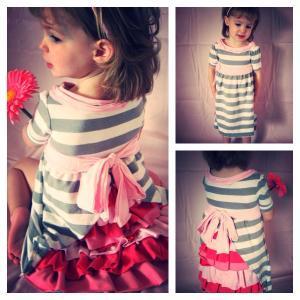 Hübsches Mädchenkleid mit Rüschenrock